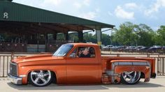pics of slammed/bagged stepsides? - The 1947 - Present Chevrolet & GMC Truck Message Board Network Hot Rod Trucks, Gm Trucks, Cool Trucks, 1984 Chevy Truck, Chevrolet Trucks, Classic Pickup Trucks, Chevy Muscle Cars, Chevy Pickups, Dream Cars