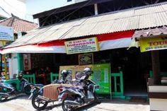 Warung Indonesia Facade Family Of 6, Family Travel, Facade, Bali, Travelling, Budgeting, Outdoor Decor, Family Trips, Facades