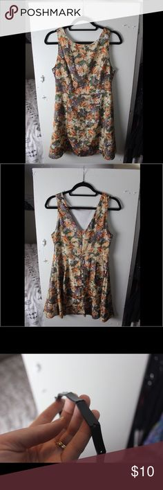 Floral Forever 21 Tea Dress Floral Forever 21 Tea Dress. Worn twice, good condition. Came with a belt but it's worn out. (see photos for details) Dress looks fine without it but I'll include it if you want. Forever 21 Dresses Mini