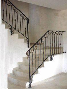Interior balustrades - wrought iron stairways, railings for stairways - pag. Iron Stair Railing, Wrought Iron Stairs, Stair Handrail, Balcony Railing Design, Staircase Design, Walk In Closet Design, Closet Designs, Higher Design, Stairways