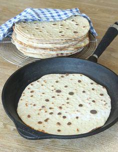 Mjukt tunnbröd i stekpanna-bread in frying pan. Swedish Recipes, Banana Cream, Food To Make, Bakery, Breakfast, Desserts, Cream Pies, Drinks, Foods