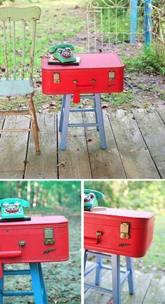 Mesita DIY con una maleta y un taburete / Via http://www.mysocalledcraftylife.com/