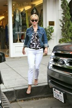 Bellyitch: Paparazzo Celebrity Pics Recap (PHOTOS) -  Reese Witherspoon, a few months ago wrapping up some shopping.
