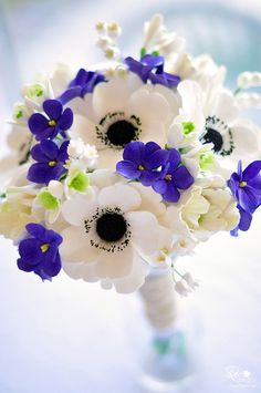 We really like the concept of combining the white with small accent flowers.