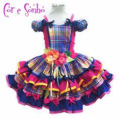 Vestido exclusivo para a festa Junina de meninas. Confeccionado em material 100% tricoline algodão e costas de malha de ótima qualidade e flores bordadas de tecidos variados. Escolha os tamanhos: 2, 4, 6, 8 ou 10. - C17CCC