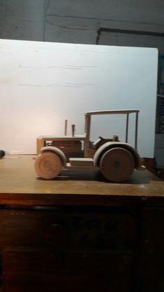 Υπο κατασκευη ξυλινο τρακτερ