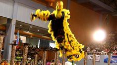 Lion Dance by San Shen Gung (三圣宫)