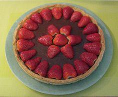 Tarte aux fraises aux 3 chocolats  http://www.la-cuisine-des-delices.eu/desserts/tarte-aux-fraises-et-aux-3-chocolats