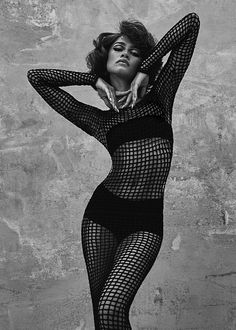 Zendaya Outfits, Zendaya Style, Creative Fashion Photography, Fashion Photography Poses, Estilo Zendaya, High Fashion Poses, Zendaya Coleman, Black Models, Mannequins