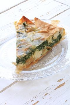 Family cooking Jamie Oliver - Spinach and Feta Pie from Jamie Oliver& 30 minute meals book. Spinach Pie, Spinach And Feta, Baby Spinach, Quiches, Jamie Oliver 30 Minute Meals, Jamie Oliver Bbq, Wontons, Sweet & Easy, Vegetarian Recipes