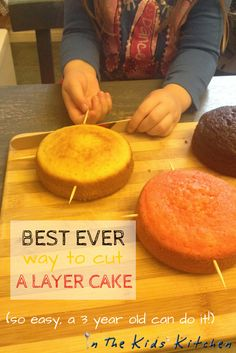 Wedding Cake Recipes BEST EVER WAY TO CUT A LAYER CAKE (so easy a three year old can do it!) - A foolproof cake cutting method using. So easy that a kid can do it! Easy Cake Decorating, Cake Decorating Techniques, Cake Decorating Tutorials, Cake Decorating For Beginners, Layer Cake Recipes, Dessert Recipes, Drink Recipes, Baking Tips, Baking Recipes