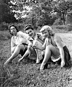 Leggy pose 1940s
