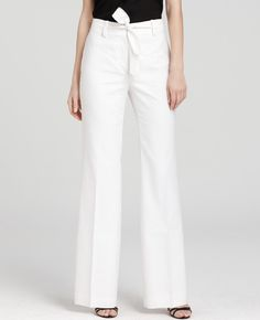 love some white work pants, the bow is a cute detail!
