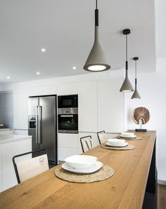 60 ideas breakfast bar kitchen lighting for 2019 Diy Kitchen Lighting, Kitchen Decor, Kitchen Design, Suspension Bar, Breakfast Bar Lighting, Breakfast Bar Kitchen, Minimal Kitchen, Blog Deco, Contemporary Interior Design
