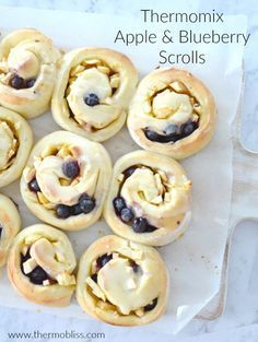 An Easy Apple and Blueberry Scrolls recipe, perfect for lunch boxes, freezer friendly and Thermomix instructions included. Thermomix Recipes Healthy, Thermomix Bread, Thermomix Desserts, Lunch Box Recipes, Snack Recipes, Cooking Recipes, Filet Mignon Chorizo, Gozleme Recipe, Panna Cotta