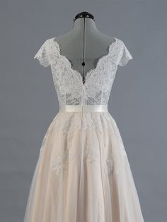Sexy V-neck Cap Sleeve V-back Alencon Lace Bodice with Tulle Skirt Wedding Dress Lace Bridal GownIf you wanna make some change, pls feel free to contact us.☛Pls visit our store for more items http:/..