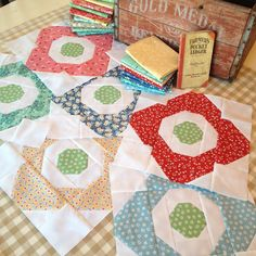 Primrose quilt-in-progress from Fat Quarter Style featuring Lori Holt's Calico Days fabric collection #iloverileyblake