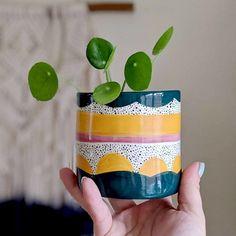 The Best 20 Garden Decoration Ideas Of 2019 Painted Plant Pots, Painted Flower Pots, Paint Can Planters, Hanging Planters, Pottery Painting Designs, Paint Designs, Keramik Design, Diy Vintage, Ceramic Planters