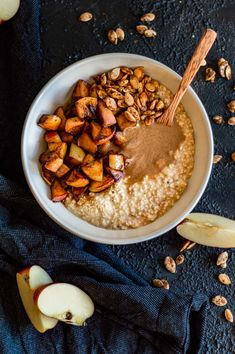 Apple Cinnamon Overnight Oats with fried apples - the perfect winter breakfast for busy people. Healthy Breakfast On The Go, Vegetarian Breakfast Recipes, Breakfast Dishes, Eggless Recipes, Waffle Recipes, Brunch Recipes, Vegan Recipes, Roasted Apples, Fried Apples