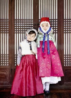 Happy New Years Eve! - Fashion gets bold when it comes to the holiday season. With vivid red, gold, and fur, hanbok gets very stylish :) - Hanbok is a Korean traditional custom that people still wear. Korean Traditional Dress, Traditional Fashion, Traditional Dresses, Korean Dress, Korean Outfits, Korean New Year, Modern Hanbok, Asian Babies, Asian Kids