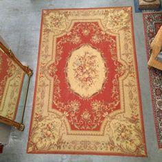 tapisserie aubuson aux quatre coins motif central floral . XX siècle .