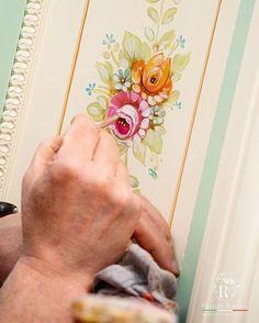 Il tocco finale che fa la differenza   The final touch that makes the difference 🎨 www.fratelliradice.com #handpainted #handpainting #bespoke #FratelliRadice #decoration #decor #workinprogress #painting #paint #artist #painter #designer #italianfurniture #italianstyle #madeinitaly #luxuryliving #luxurylifestyle #instadesign #interiordesign #Furniture #art #италия #итальянскаямебель #роскошь #роспись 📷photo by @yulia.radice Italian Furniture, Italian Style, Luxury Living, Bespoke, Hand Painted, Touch, Interior Design, Decoration, Instagram Posts