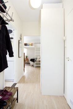 Living in a shoebox | Small Swedish studio apartment elegantly combines loft bed and book shelves