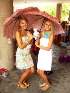 Have bridesmaids carry umbrellas instead of flowers since we will be on the beach...