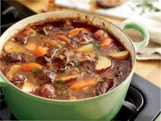 INGREDIENTS : 3 Tbsp olive oil 2 lb cubed beef stew meat (1 1/4″) 1 med onion, diced 3 cloves garlic, minced 12 oz beer (pale lager) 3 1/2 c beef broth 2 Tbsp tomato paste 1 Tbsp Worcestershire sauce 1 1/2 tsp sugar 1/2