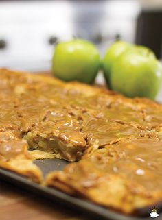 Make A Whole Tray Of Your Favorite Dessert With This Caramel Apple Pie Slab