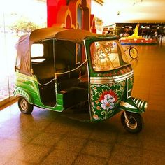 Tuc-Tuc Truck Art Pakistan, India Colors, Colours, Bmw Isetta, Microcar, 3rd Wheel, Cute Cars, Audi, Small Cars