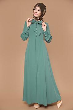 Sırtı Fiyonklu Pardesü Ferace 41565 Abaya Fashion, Muslim Fashion, Modest Fashion, Fashion Dresses, Hijab Gown, Hijab Outfit, Abaya Mode, Mode Hijab, Hijab Stile