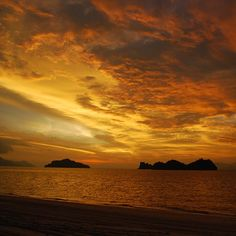 With a sunset like this, Monday blues will be a thing of distant memory. Have a blissful week ahead!