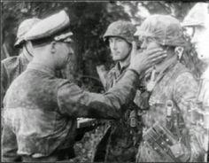 "SS-Standartenführer Wilhelm Mohnke (Kommandeur SS-Panzergrenadier-Regiment 26 / 12.SS-Panzer-Division ""Hitlerjugend"")"
