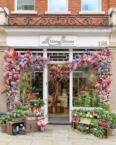 A Lady in London on Instagram: This is a flower shop in Chelsea, London. Best Places In London, Chelsea London, Chelsea Flower Show, London Travel, Trip Planning, The Good Place, Lady, Flowers, Plants
