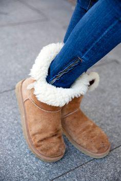 Botas UGG i wantttt please Winter Fashion Boots, Autumn Winter Fashion, Winter Outfits, Casual Outfits, Fall Winter, Ugg Boots, Shoe Boots, Shoes, Uggs