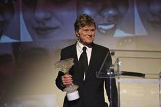 Robert Redford, receives Award at An Affair of the Arts Performance and Gala. www.blacktiemagazine.com