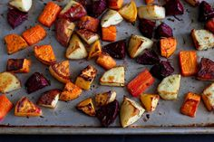 Roasted Rosemary Root Vegetables Use less oil, omit white potatoes, sub with radishes or cauliflower. Cake Boss, New Recipes, Cooking Recipes, Favorite Recipes, Recipies, Healthy Recipes, Quick Recipes, Cooking Ideas, Cooking Time