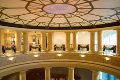 @c2mdesigns #originaldesign #holiday #holidaydecor #christmas #decor #christmasdecorations #burgundy #gold #design #traditonal #luxury #luxurydesign #luxurylifestyle #hotel #hotellobby #rotunda #architecture #moodlighting #westinprovidence #westin Designer: #christinemccaffery #rhodeisland #boston #willtravel