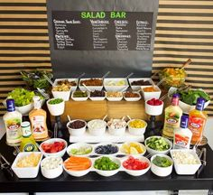 This ultimate salad bar includes a variety of bases (spinach, mixed greens, pasta) plus loads of ideas for mix-ins and dressings. A large variety of healthy buffet food ideas. wedding food Ultimate Salad Bar - Foods to Serve - Moms & Munchkins Salad Bar Party, Party Food Bars, Party Food Buffet, Bar Food, Lunch Buffet, Pasta Bar Party, Taco Salad Bar, Taco Bar Buffet, Burger Bar Party