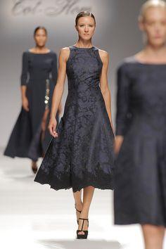 Tot-hom_FW15 #tothom #altacostura #elegancia #modamujer #moda #fashion #desfile #fw15 #Barcelona #Madrid #tendencia #model #modelo #texturas #noche #fiesta #mujerespecial Fashion Jewelry, Women's Fashion, Fashion Outfits, Tot Hom, Cocktail Outfit, Red Carpet, Inspire, Mood, Formal Dresses