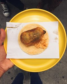Chile relleno taco from our #DFessentials street food walk. Chiquito pero picoso @janineftavares  @narbig can tell you all about it