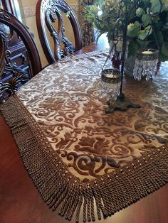 If you are having difficulty making a decision about a home decorating theme, tuscan style is a great home decorating idea. Many homeowners are attracted to the tuscan style because it combines sub… Tuscan Dining Rooms, Dinning Room Tables, Table Flag, Tuscan Design, Fancy Houses, Tuscan House, Luxury Towels, Tuscan Decorating, Table Linens