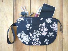 Zipper pouch with strap, cherry blossom clutch, gift for Bridesmaid, floral wristlet pouch, cosmetics bag, makeup pouches, floral clutch de EstibalizMM en Etsy Dainty Jewelry, Handmade Jewelry, Handmade Items, Bridesmaid Clutches, Bridesmaid Gifts, Floral Clutches, Bridal Gifts, Wedding Gifts, Beautiful Bags