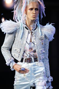 #Marc Jacobs Spring 2017 Ready-to-Wear collection #Jackets Fur Fashion, Fashion 2017, New York Fashion, World Of Fashion, Runway Fashion, Spring Fashion, Fashion Show, Marc Jacobs, Vogue