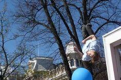 Hyppy Arktikselle! Mikko Karhu trampoliinilla Greenpeacen tempauksessa