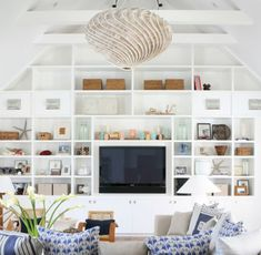 Beachy and coastal style living room ideas 38