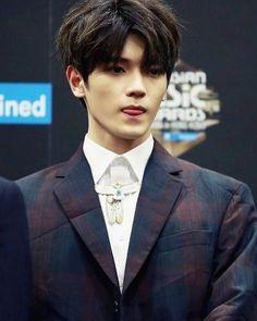 Taeyong looking divine in a suit. #LeeTaeyong #Taeyonglove