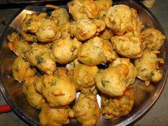 Farali Bhajiya (Upvas pakora) is delicious fasting recipe. During Navratri fasting, I often made this farali bhajiya. Gujarati Cuisine, Gujarati Recipes, Indian Food Recipes, Gujarati Food, Yummy Snacks, Snack Recipes, Cooking Recipes, Fast Recipes, Dinner Recipes