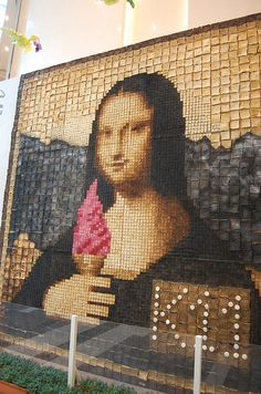The Mona Lisa made entirely of toast... toasted to varying degrees. (On exhibit at the K-11 mall in Hong Kong.)
